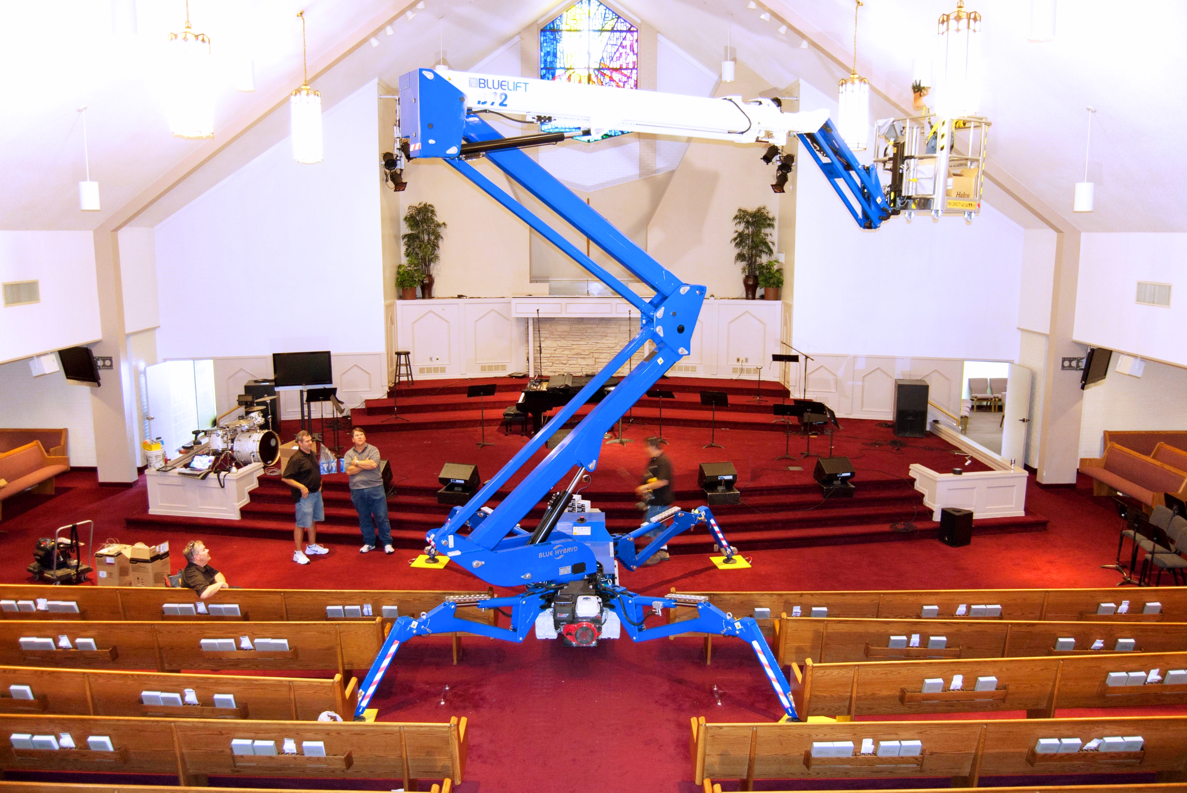 Reachmaster Aerial Lifts Bluelift B72 Compact Aerial Lift From Reachmaster